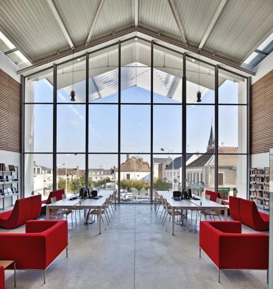 Multimedia Library in Auneau - inside