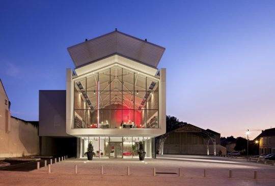 Multimedia Library in Auneau - outside