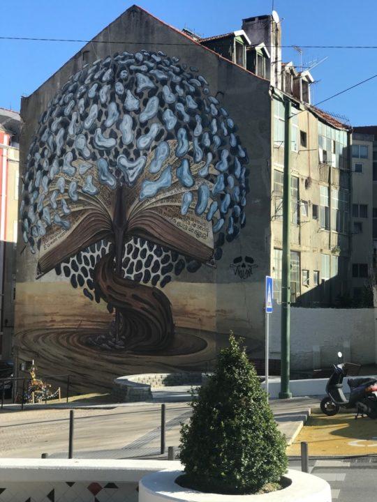 Bookish street art in Lisbon