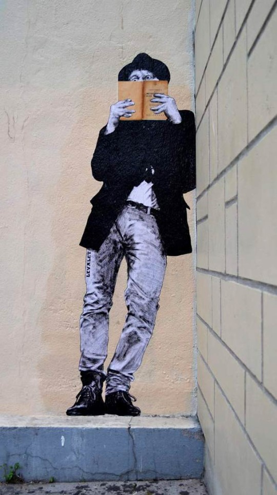 Books - street art by Levalet - picture 4