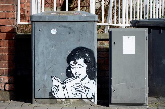 Street art - Girl Reading