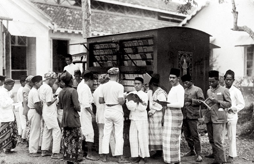 A library truck in Indonesia, early 20th century