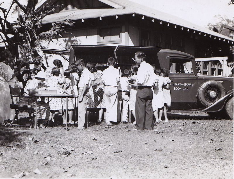 Library of Hawaii bookmobile in late 1920s