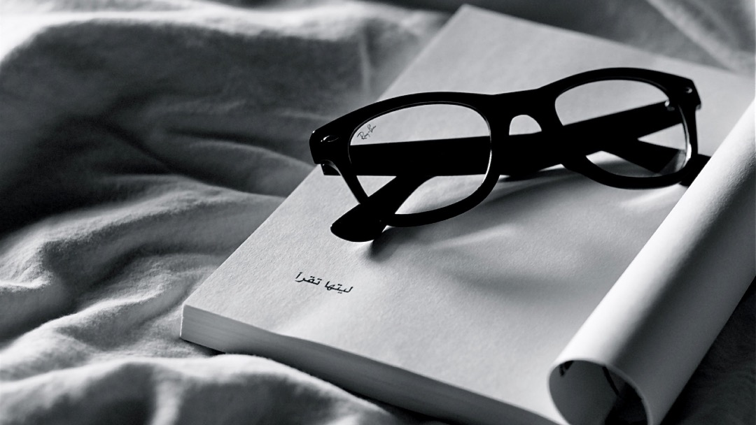 Reading Ray Ban Glasses - book wallpaper for laptops, tablets and smartphones