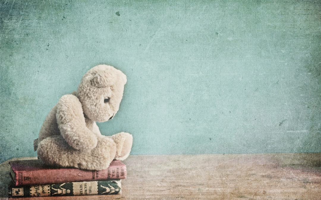 Toy and Books - book wallpaper for laptops, tablets, and smartphones