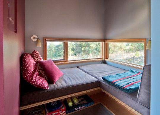 Built-in window reading area