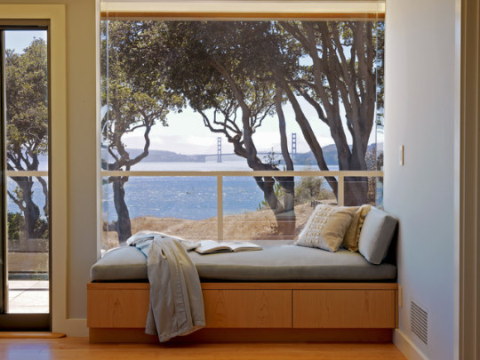 Contemporary style window reading nook by Mahoney Architects and Interiors
