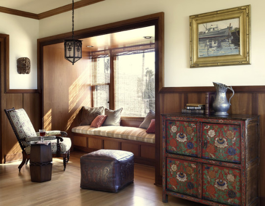 Traditional reading alcove by Tommy Chambers Interiors