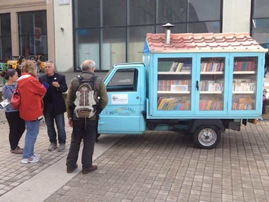 Il Bibliomotocarro - a wonderful Italian bookmobile on tour