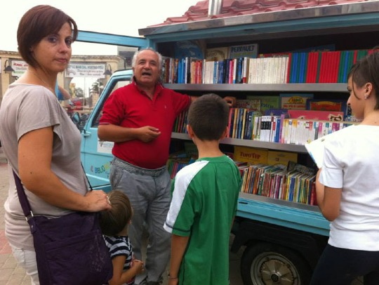 Antonio La Cava in front of his #bookmobile - Il Bibliomotocarro