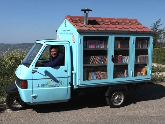 Antonio La Cava in his fantastic mobile #library Il Bibliomotocarro