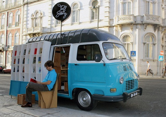 Tell a Story mobile library is a project by Francisco Antolin to bring Portuguese literature to foreign tourists