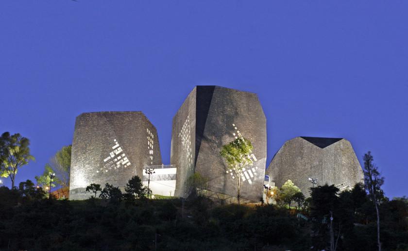 Biblioteca Espana - outside