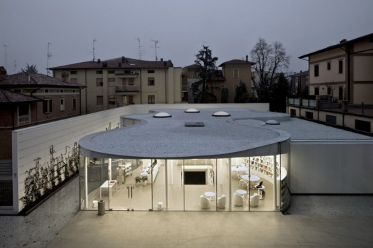 Maranello Library provides its visitors an introspective experience and visual connection with nature.