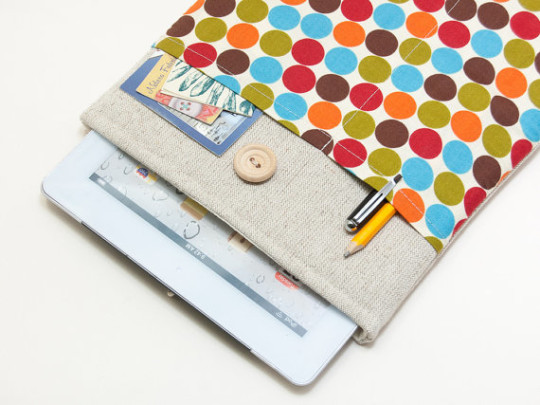 BluCase Retro Dots iPad Sleeve
