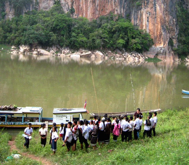 Lao Children's library boat arrives at a new village