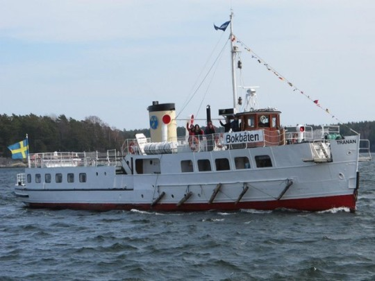 Tranan floating library sails in the Stockholm archipelago