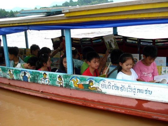 Two library boats operate in Laos
