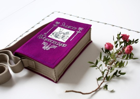 Book bags: Alice's Adventures in Wonderland - Lewis Carroll