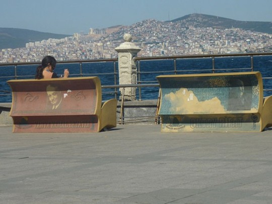 Book benches in Instanbul - picture 2