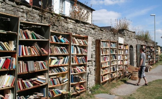 Hay Castle Bookshop in Hay-on-Wye - picture 2