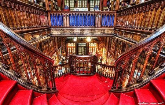 Livraria Lello & Irmao bookshop in Porto - picture 1