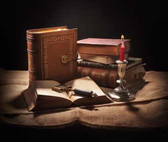 Olde Books Purse by Think Geek