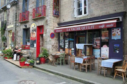 Book towns: Bécherel -  book cafe