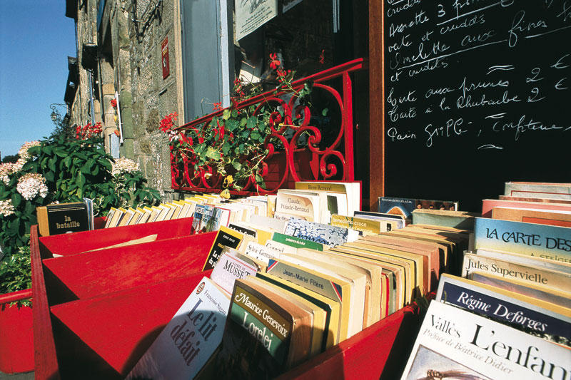 Book towns: Bécherel - books on the street