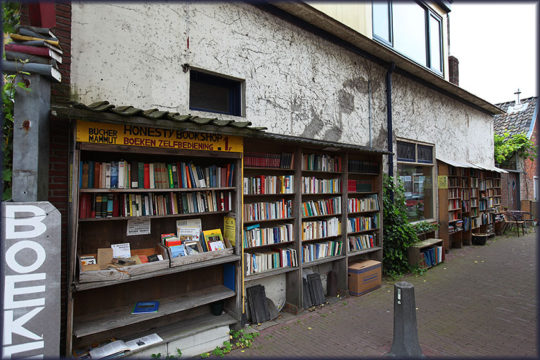 Book towns: Bredevoort - bookshelves on the street
