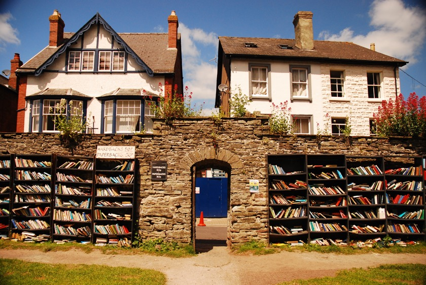 Book towns: Hay on Wye - Castle bookshop