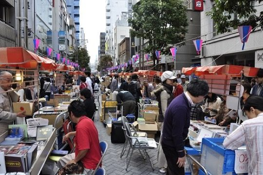Book towns: Jinbōchō - During Jinbōchō Book Festival