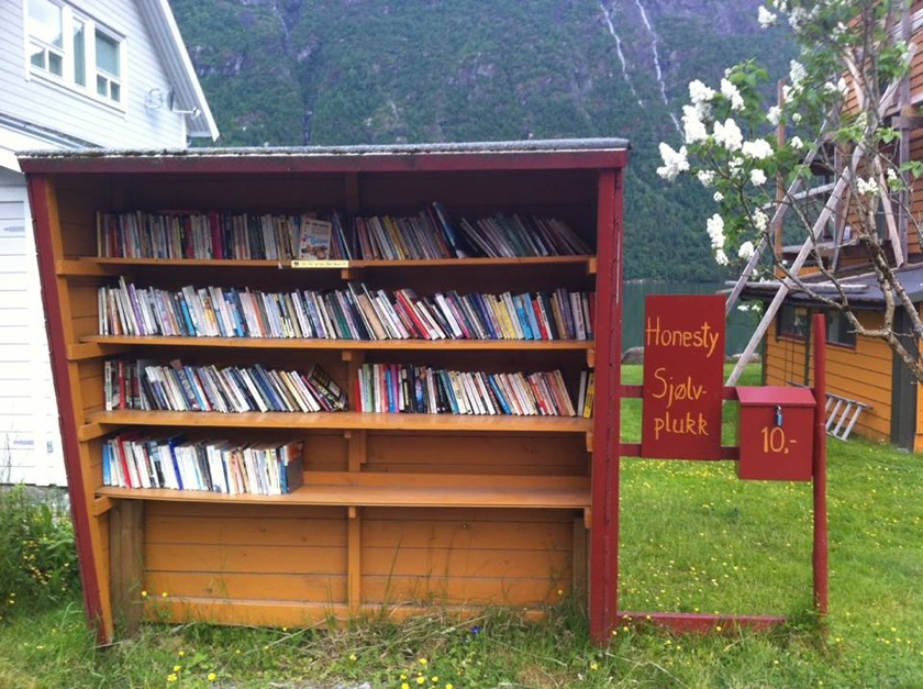 Book towns: Mundal - a bookcase in a bus stop