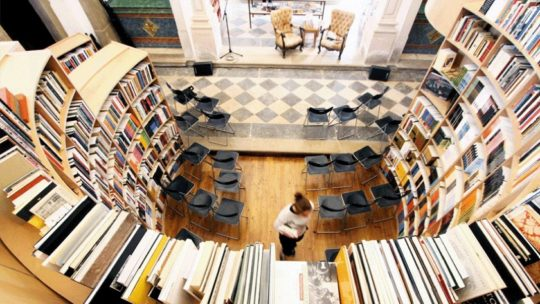 Book towns: Óbidos - inside a bookstore