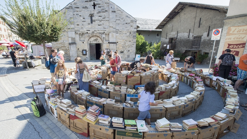 Book towns: Saint-Pierre-de-Clages - a labirynth during book day