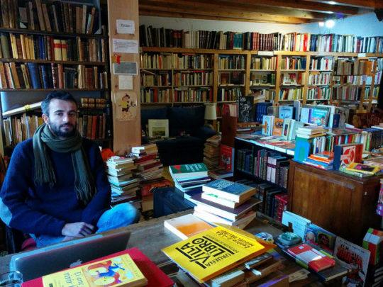 Book towns: Urueña - inside Paramo bookshop