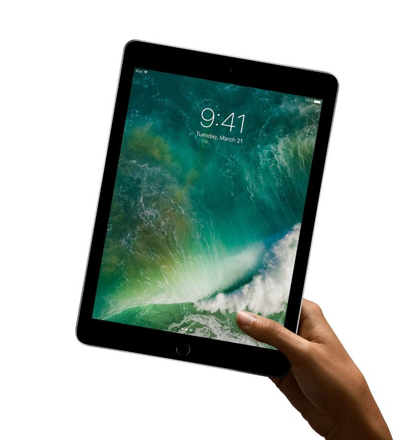 Apple iPad 9.7 2017 keeping in hand