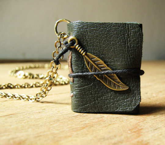 Book necklace from Akinto - gift ideas for bookworms