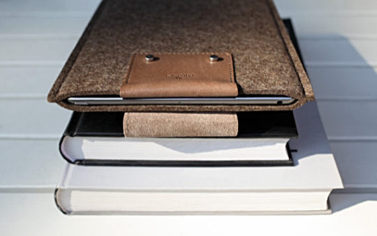 Cocones Studio iPad 9.7 Snap Sleeve