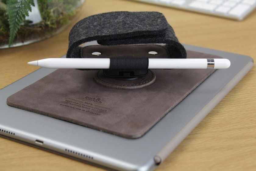 Pack & Smooch TabStrap for iPad 2018 with Apple Pencil holder