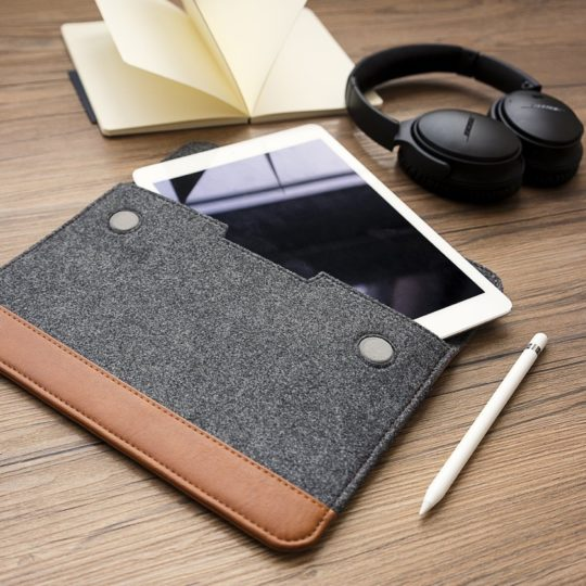 Tomtoc iPad Pro 10.5 Felt and Leather Sleeve - gift ideas for Apple fans