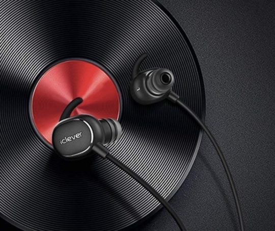 Black Friday and Cyber Monday 2018 deal for avid readers - iClever earphones