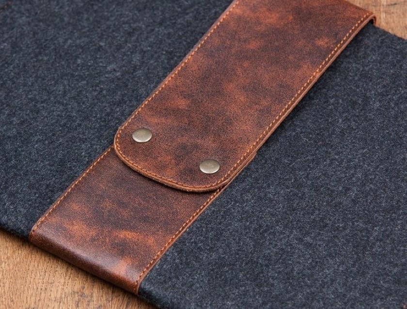 Dark felt and leather sleeve for Apple iPad Pro tablet