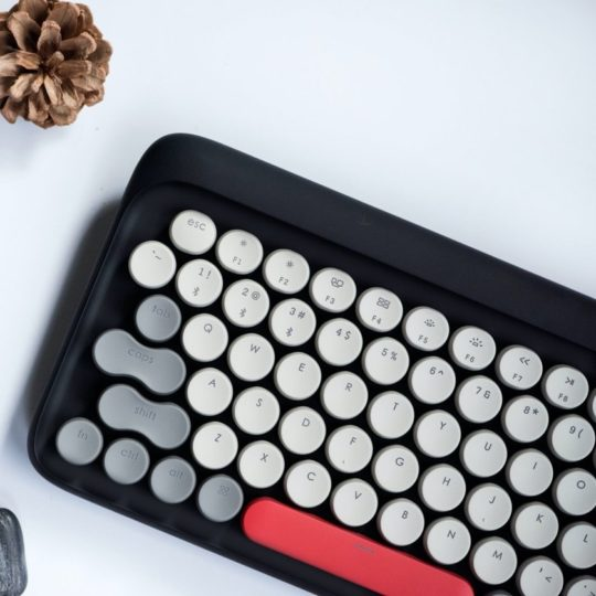 Lofree retro mechanical keyboard for iPad
