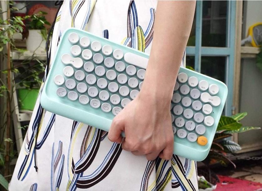 Vintage-style mechanical iPad compatible keyboard