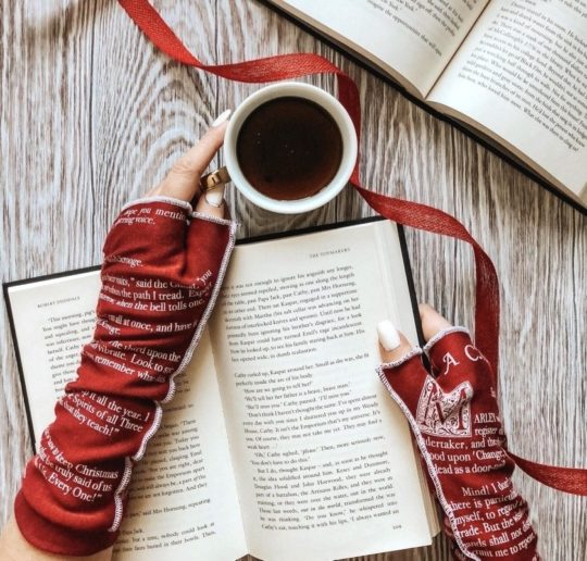 Reading and writing gloves - best bookish gifts for her