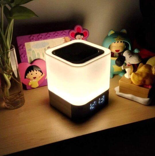 5-in-1 bedside lamp speaker - Kindle compatible