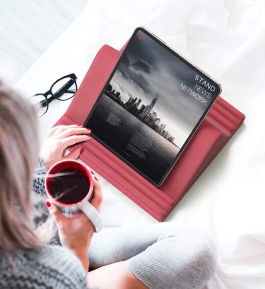 Tablet e-reader pillow reading stand