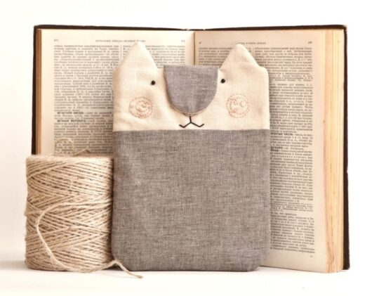 Adorable cat-shaped Kindle Paperwhite 4 sleeve
