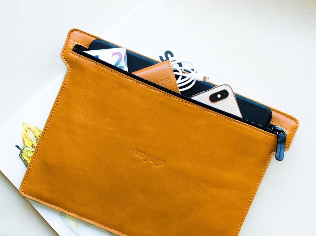 Fashionable leather zipper sleeve